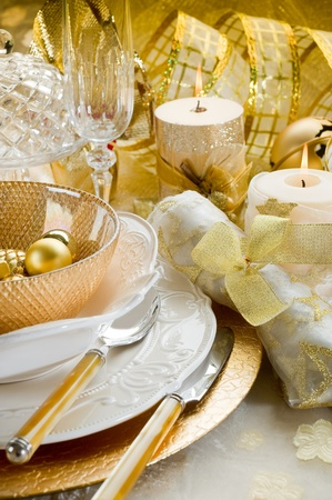 candle light table setting: luxury gold xmas table