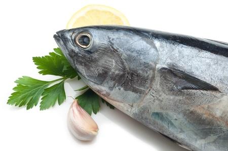 atún con ingredientes listos para cocinar Foto de archivo