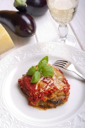 berenjena: parmesana receta tradicional italiana con tomate berenjena y mozzarella