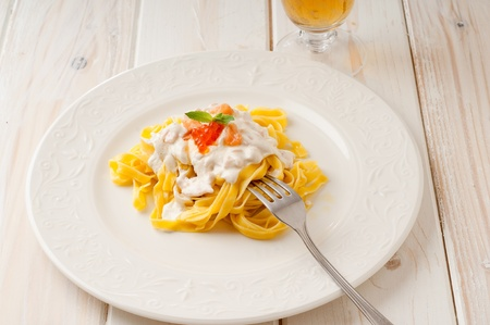 wine sauce: pasta with salmon and cream sauce