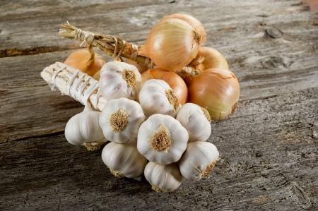 stringa di aglio e cipolle Archivio Fotografico