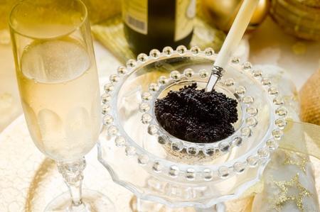 kaviaar en champagne over luxueuze tafel