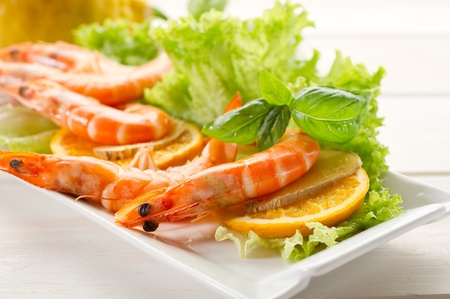 shrimp and green salad Stock Photo - 10426330