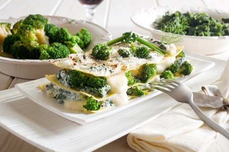wine sauce: vegetatarian lasagne with broccoli and spinach
