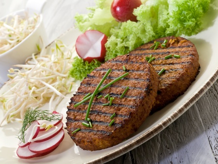 soja: Hamburger v�g�tarien avec du soja pousse de radis et de salade