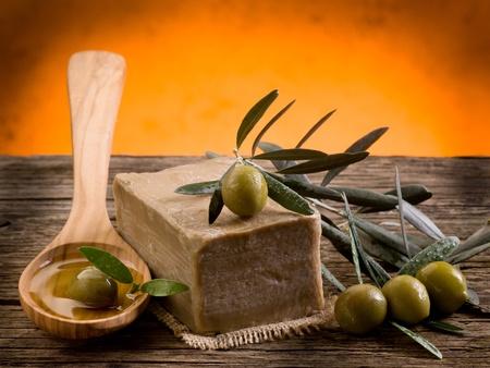 olio corpo: a mano sapone all'olio d'oliva Archivio Fotografico
