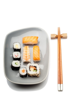 makki: mix of sushi over dish