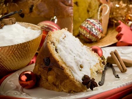 mascarpone: slice panettone with mascarpone cream