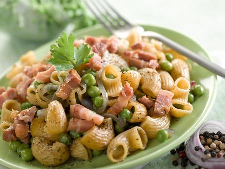pancetta cubetti: pasta con piselli pancetta e prezzemolo
