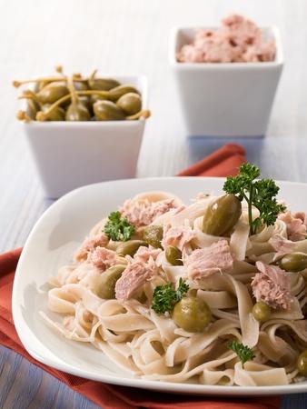 alcaparras: Tallarines con at�n y alcaparras, pasta sana