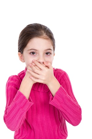 boca cerrada: Ni�a peque�a que cubre la boca