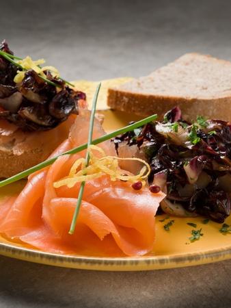 pink salmon: Sandwich with smoked salmon and sauteed radish