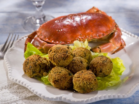 crab meat: crab meatballs with green salad