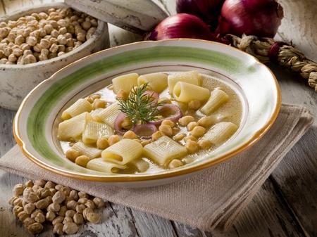garbanzos: sopa con garbanzos y pasta