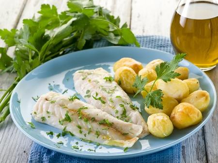 Gedämpfter Kabeljau mit Petersilie und Kartoffeln