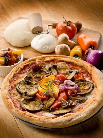 paddenstoel: vegetarische pizza met ingredi Stockfoto
