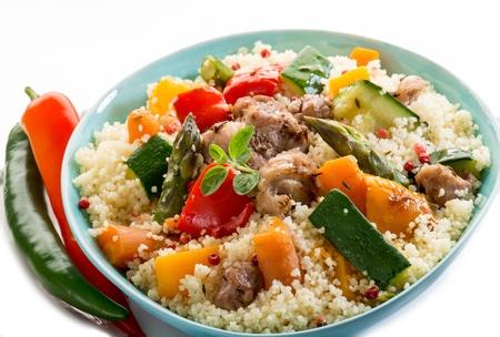 Cous Cous mit Fleisch und Gemüse Standard-Bild