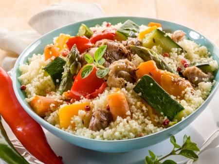 cous cous met vlees en groenten Stockfoto