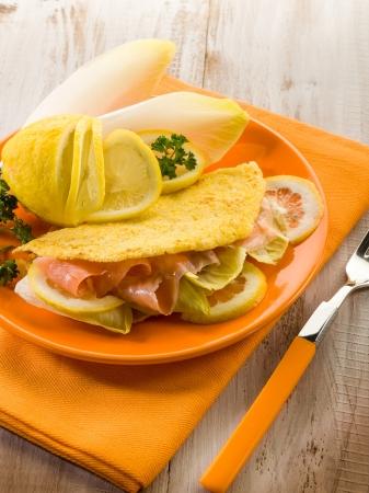 endivia: s�ndwich con ensalada de escarola y salm�n ahumado