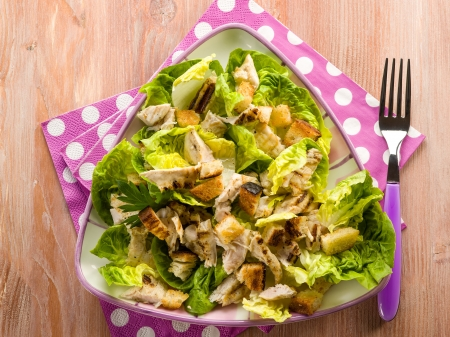 chicken salad: chicken salad with lettuce and toasted bread