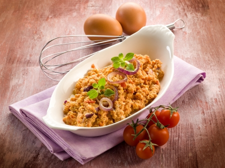 scrambled eggs: scrambled eggs with tomatoes