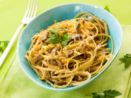 anchovy fish: spaghetti with anchovy, grated bread and lemon peel