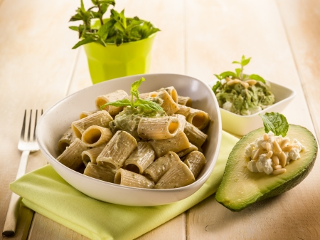 pasta with avocado mint and pine nuts pesto