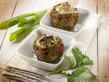 stuffed artichoke, vegetarian fod Standard-Bild
