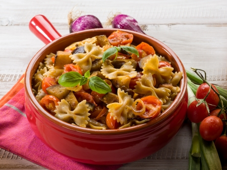 pasta with eggplants and pachino tomatoes Standard-Bild