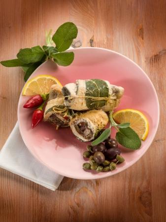 pez espada: pez espada rellenos de aceitunas alcaparras y salvia