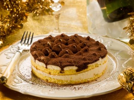 cheese cake: tiramisu over golden table