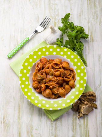 cep mushroom: pasta with tomatoes and dried cep mushroom