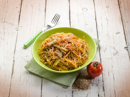 sesame seeds: spaghetti with tomatoes green pepper and sesame seeds