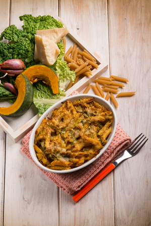 savoy cabbage: oven pasta with pumpkins and savoy cabbage
