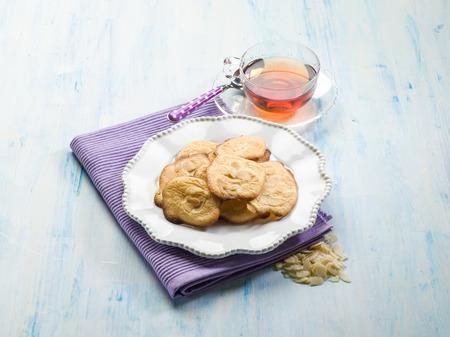 galletas: galletas de almendra con té
