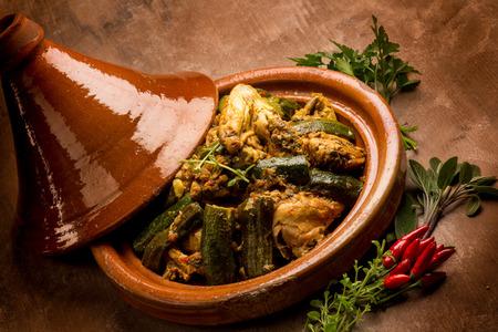 고기 야채와 향신료와 tajine