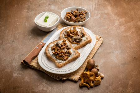 breackfast: toasted bread with cheese and mushroom