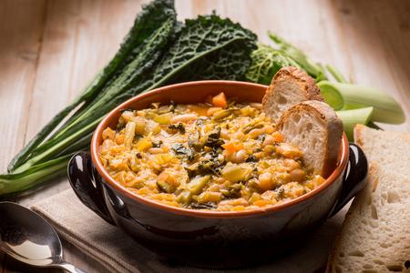 ribollita 伝統的なトスカーナ スープ、セレクティブ フォーカス