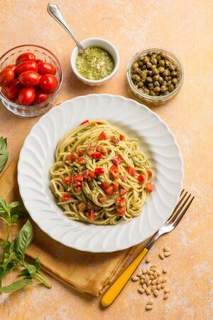 spaghetti with pesto sauce tomatoes fres and capers