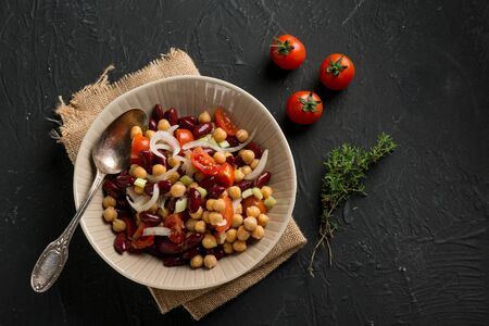 chickpeas salad witn red beans tomatoe onions and thymus
