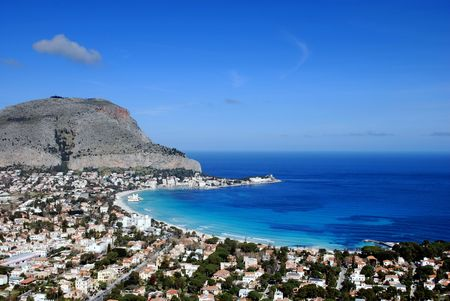 mondello: I meravigliosi colori del mare del Golfo di Mondello a Palermo (Sicilia, Italia) Archivio Fotografico