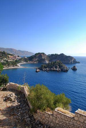 Un paesaggio impressionante di Isola Bella a Taormina