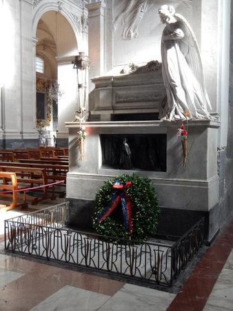 Tomba di Vincenzo Bellini s nella cattedrale di Catania