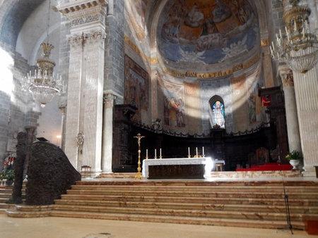 L'altare maggiore della Cattedrale di Catania Editoriali
