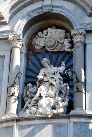 Statua di S. Agata s sulla facciata della Cattedrale di Catania