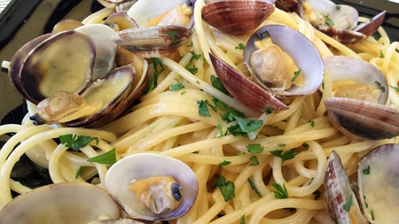 Piatto di spaghetti con le vongole Archivio Fotografico