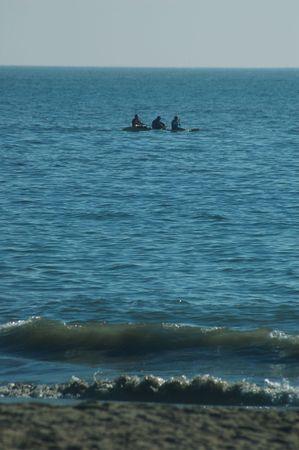Zee kajakvaarders in Monterey Bay, California