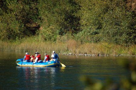 アメリカの川のいかだに乗ってください。 写真素材 - 335899
