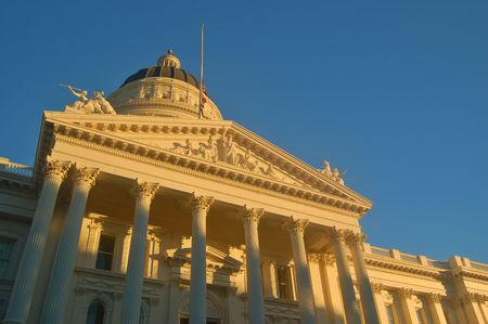夕日に照らされたサクラメントのカリフォルニア州議事堂 写真素材