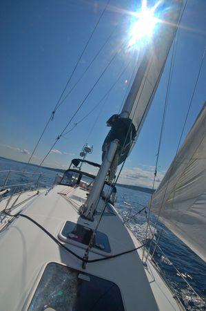 puget sound: che navigano nel Puget Sound su un soleggiato pomeriggio estivo, con una SunFlare aggiunto per effetto